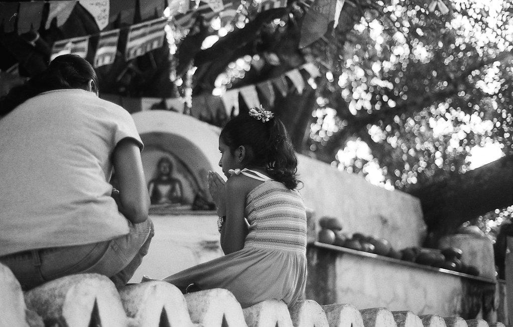 srilankaWomen-2013-low-12.JPG