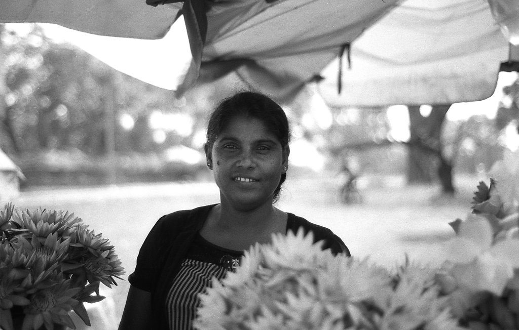 srilankaWomen-2013-low.JPG